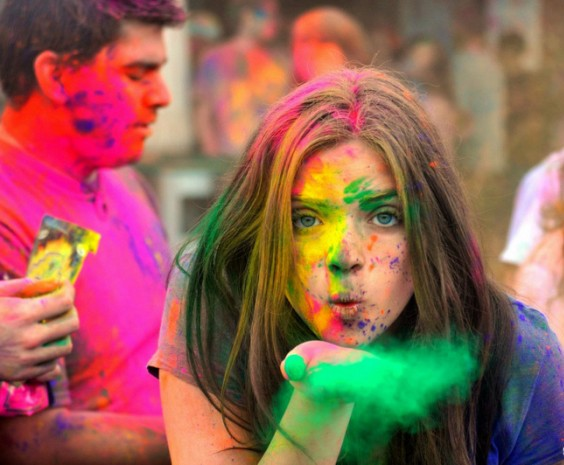 4-Happy-Holi-61-700x465